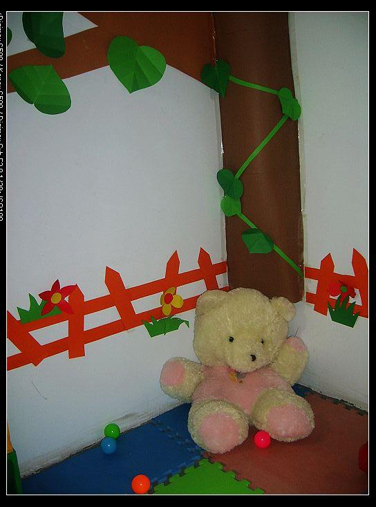 全是自己手工打造的.独木桥是一个门框用地毯布包起来的,小房子我