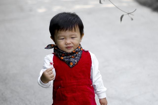 男宝宝头巾的系法图解