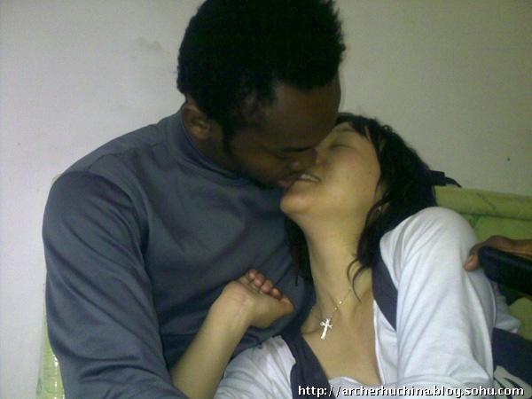 爱上黑人小伙将会如何?图