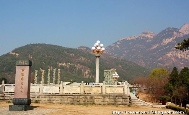 4月是登山的好季节,才最终决定来到这个五岳之尊的泰山.