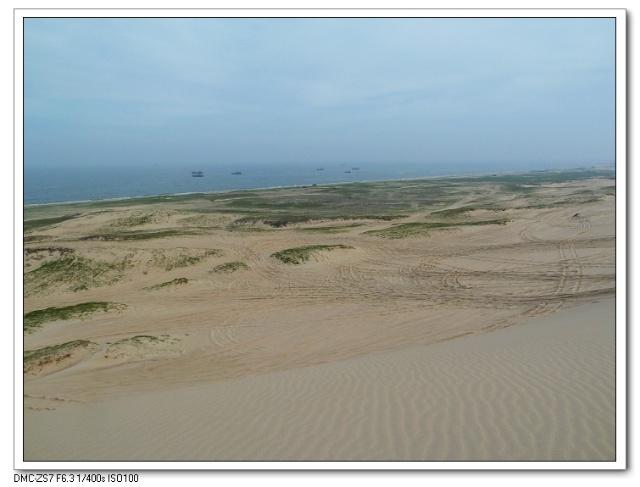 """昌黎出口)下,沿抚昌黄快速路至沿海公路右行,见""""京东大沙漠翡翠岛"""""""