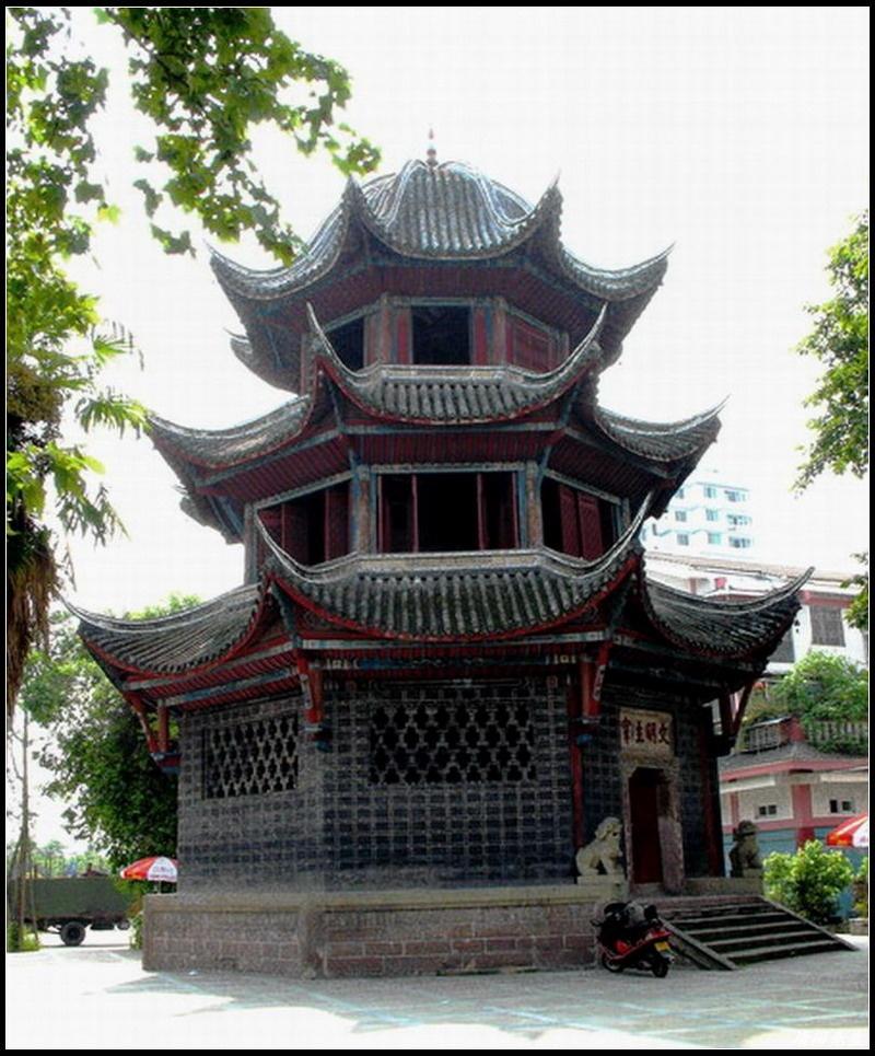 这叫魁星楼,也在果山公园内,建于清嘉庆十一年(1807年)楼高27米,这在