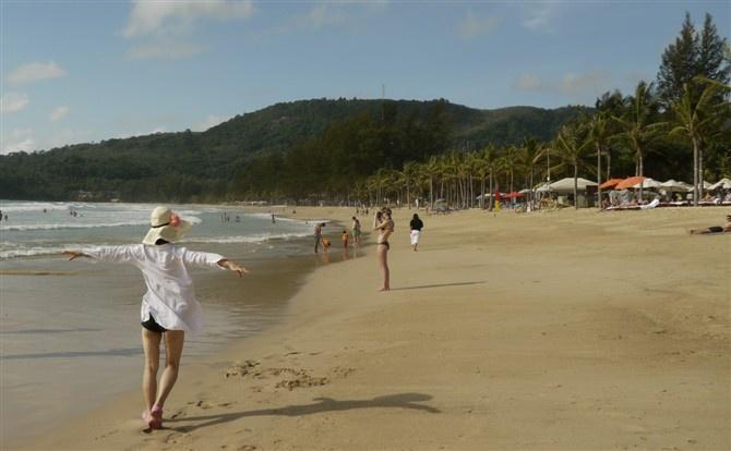 让我们到达普吉岛的第一天在酒店对面的海边美了许久.