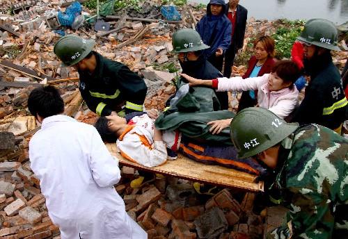 5.12汶川地震最新图片 续