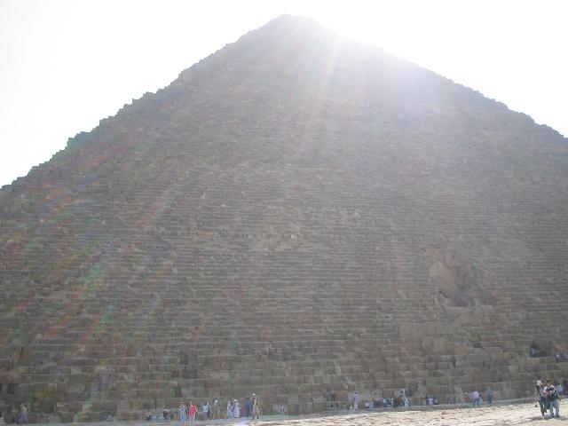 很多人参观了金字塔内部出来会有头晕