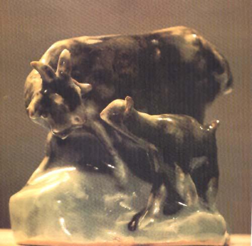 60年代后主要从事动物雕塑的创作和教学工作.