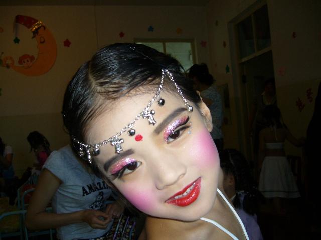 儿童舞台妆画法 步骤