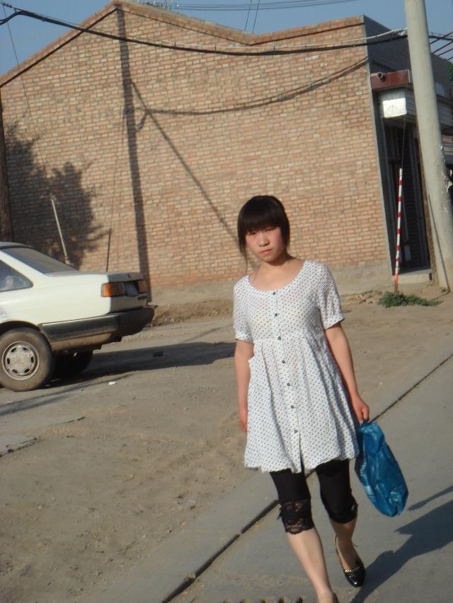 街头美女蔚县的女孩穿着都很时尚