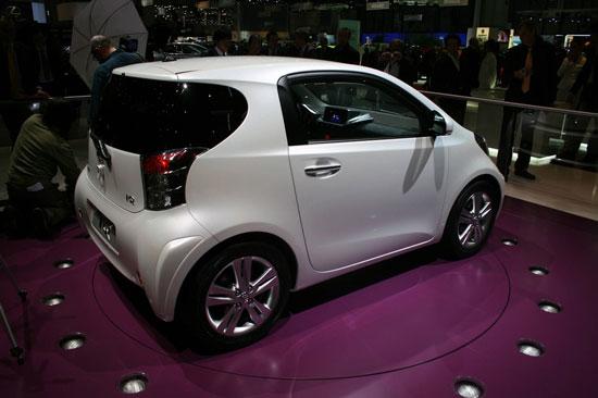 奔驰smart和宝马mini此次都大手笔参加北京车展,也可以看出他高清图片