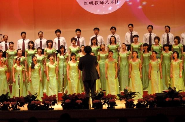 四,女生独唱《我爱你中国》 演唱:李多