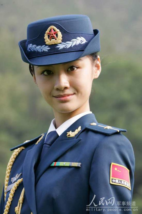 中俄军中美女大比拼 快乐教育