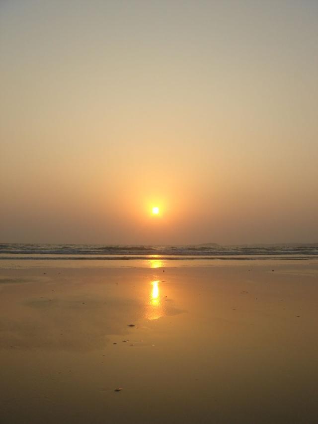 日出浪花矢量图