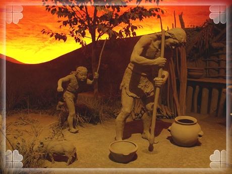 馆内的雕塑,让我们得以感受7000年前河姆渡人的生活状况.图片
