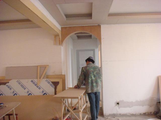 室内装修工人施工