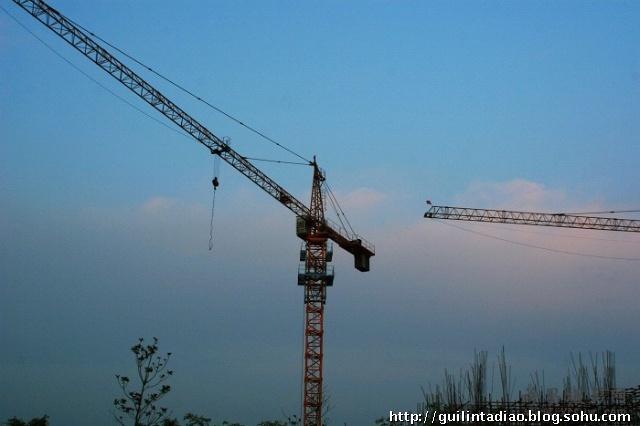 塔式起重机(塔吊)倾斜的处理对策