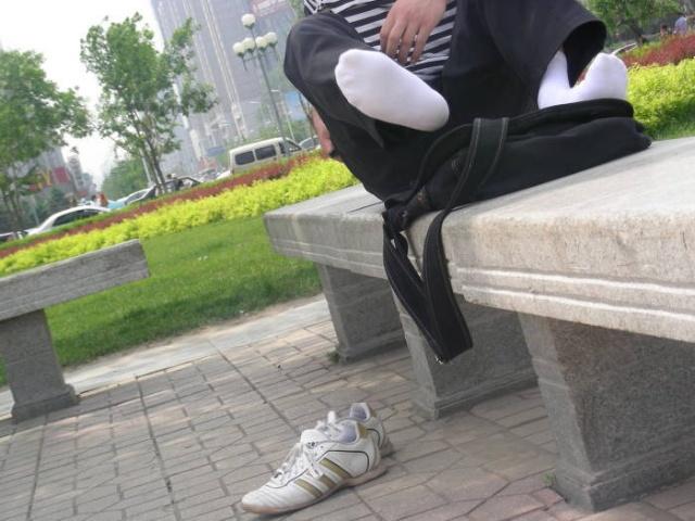 """男模个人新浪博客转载_""""足够男人"""":黑白袜PK光脚_七少爷_新浪博客"""