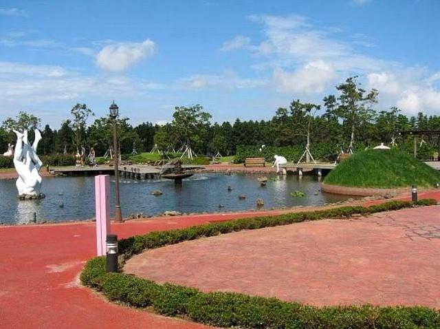 韩国南部济州岛的成人公园雕塑