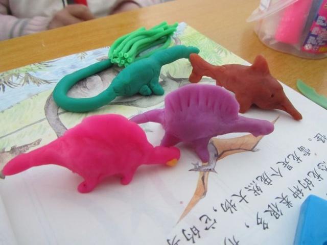 用橡皮泥捏恐龙