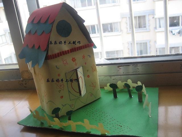 老师要求回家用废旧纸盒做房子