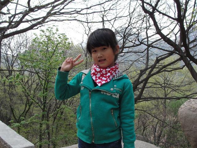 去到五莲山,没想到漫山竟然几乎寻不到开花的野