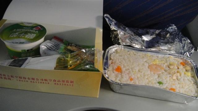 南航的飞机餐,说真的,真的不怎么样.我几乎没有吃