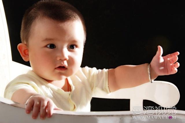 周岁留念亲子照 曼湾视觉宝宝摄影特价优惠活动只要398元.即可以