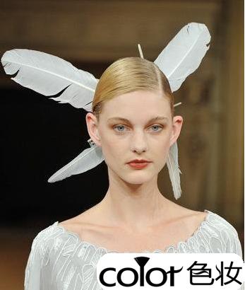 t台模特演绎4款华丽哥特发型