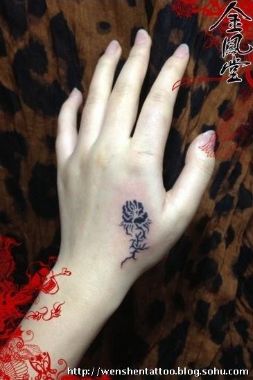 玫瑰花纹身 肋骨纹身 情侣纹身