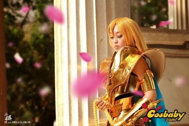 妹花演绎黄金圣斗士