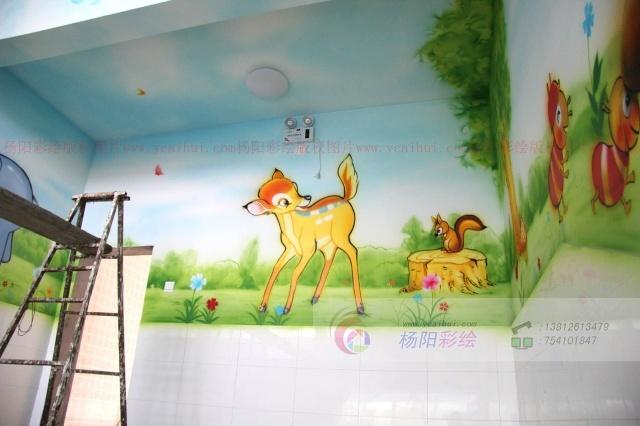 """幼儿园内最出彩的装饰,要属那一幅幅可爱的卡通壁画了,卡通彩绘是最能营造活泼、欢快的气氛的。这是幼儿园内楼梯间的彩绘,各种有趣的卡通图案将整个楼梯间""""包围""""起来,顿时让这个原本单调的地方变得丰富多彩。"""