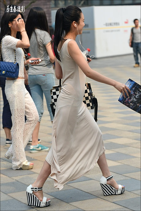 街拍:夏日北京透视装前卫